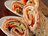 Рецепта Тортила рап сандвичи с шунка, сирене гауда, домат и краставица